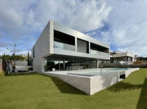 Foto exterior vivienda unifamiliar industrializada passivhaus con Knauf AQUAPANEL